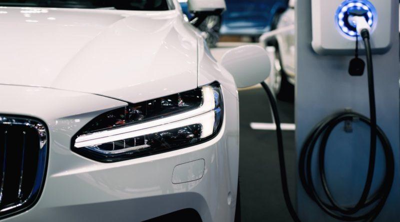 ما أنواع السيارات الكهربائية و ما هي السيارات الهجينة؟