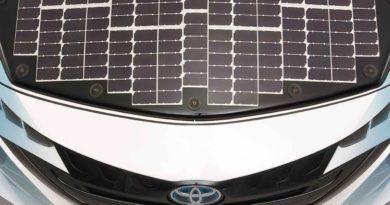 تويوتا تعلن عن بدء التجارب على سيارة بألواح كهروضوئية وذاتية الشحن