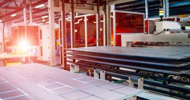 أول مصنع ألواح شمسية كهروضوئية