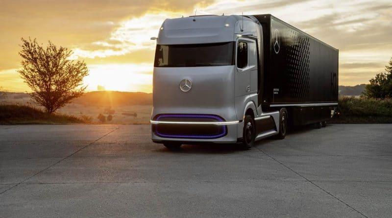 الشاحنة المعروضة من قبل شركة ميرسيد اثناء توقيع اتفاقية H2Accelerate