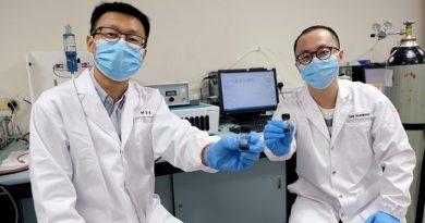 زيادة كفاءة التحليل الكهربائي للماء باستخدام أكاسيد الإسبنيل