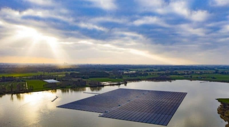 الطاقة الشمسية العائمة