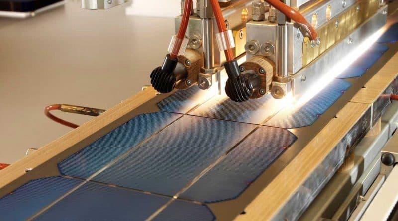 أول مصنع للألواح الشمسية