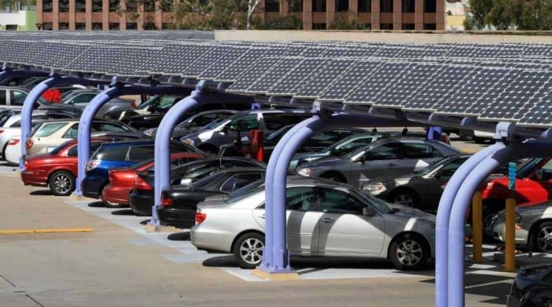 مواقف السيارات تعمل بالطاقة الشمسية